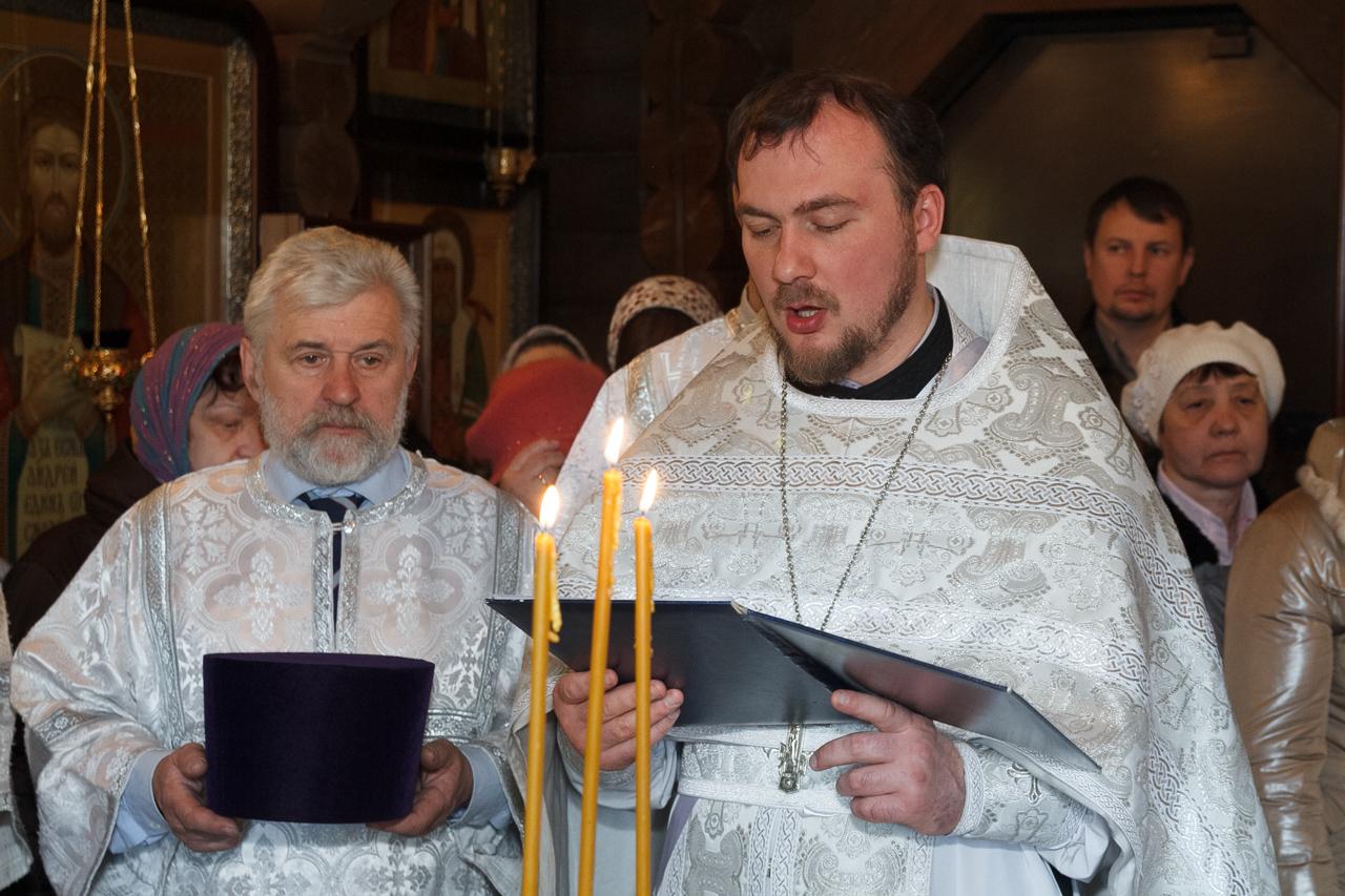 Молитву о мире на Святой Земле читает свящ. Роман Граничников